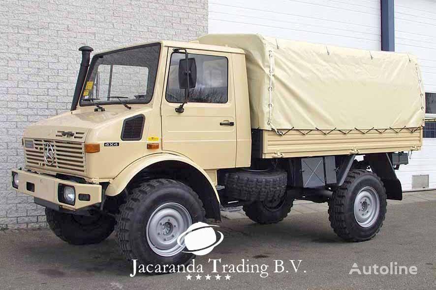 带防水布卡车 MERCEDES-BENZ UNIMOG 1300